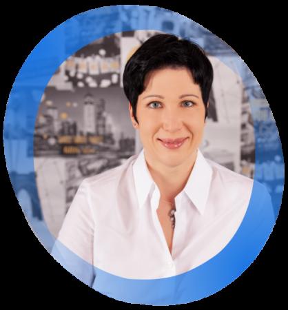 Portrait Angela Voit mit blauem Rahmen